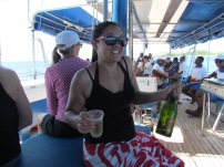 On a sailing boat tour through the Mamanuca Islands