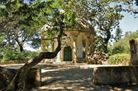 Templo das Colunas (Temple of the Pillars) in Parques de Sintra