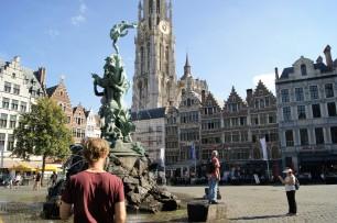 Brabomonument (Brabo's Monument) in Antwerp's Grote Markt